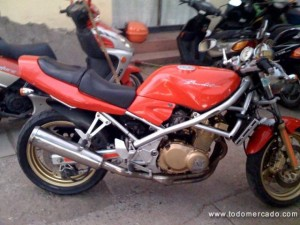 MOTO SUZUKI BANDIT 400CC