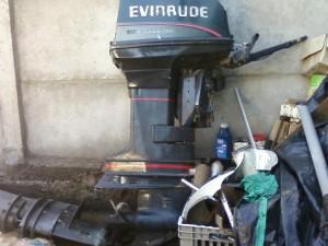 Motor Fuera de Borda Marca Evinrude 55 HP Pata Larga, Estanque y manguera