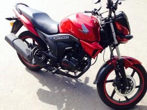 Moto honda invicta 2014 cb 150f roja